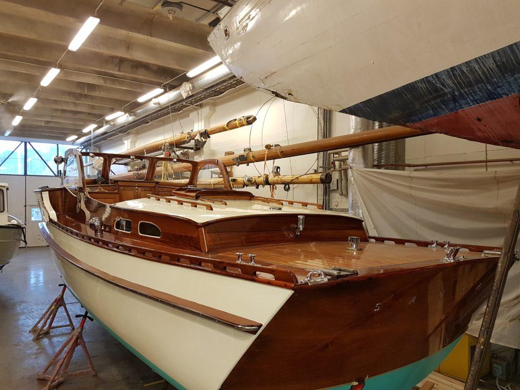 motorkryssare mahognybåt